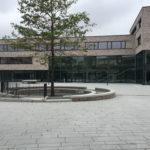Referenzbild B3 Schule Außenansicht und Hof