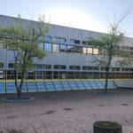 Referenzbild Schule Bad Oldesloe Fassade mit Bäumen