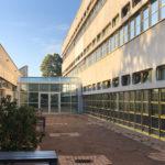 Referenzbild Schule Bad Oldesloe Glasdurchgang mit Außenwand