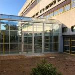 Referenzbild Schule Bad Oldesloe Glasdurchgang seitliche Ansicht